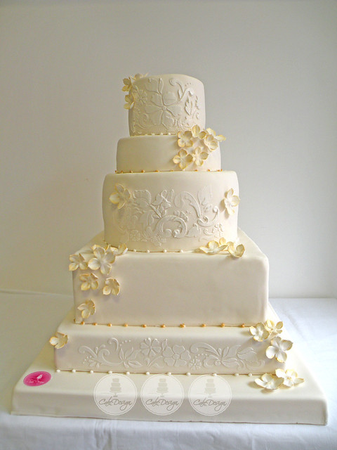 white n gold wedding cake white and gold stenciled wedding cake explore cake 27300