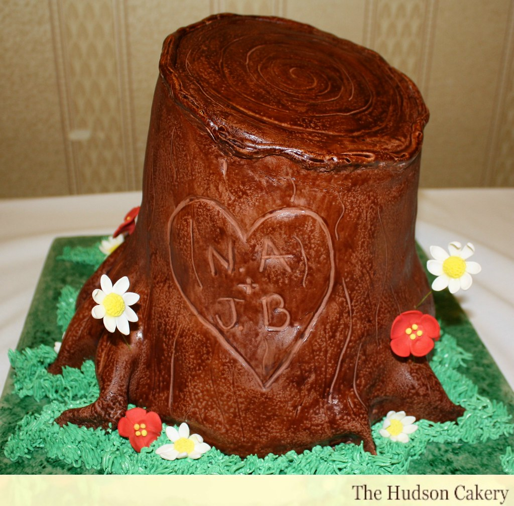 tree stump wedding cake tree stump cake with quot carved quot initials of the happy 21255
