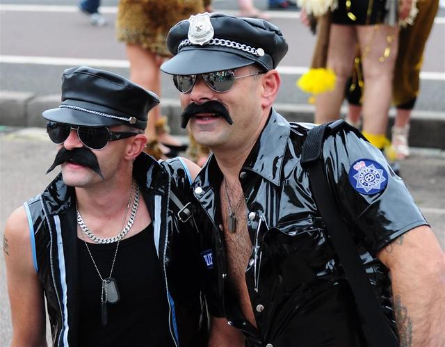 фото полицейских геев