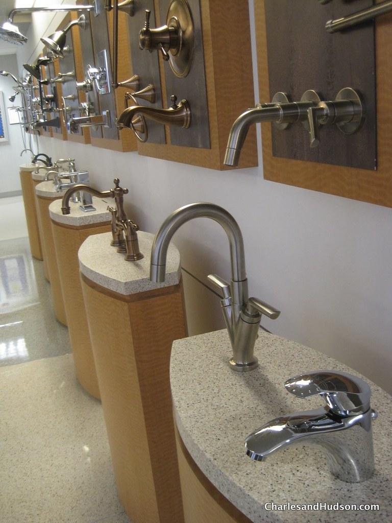 Delta Faucet  Classic Single Handle Kitchen Faucet Chrome