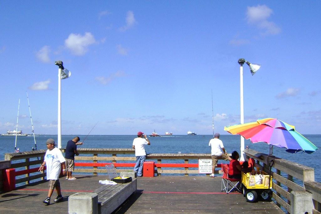Fishing pier seawolf park galveston texas 0808101612 for Galveston pier fishing