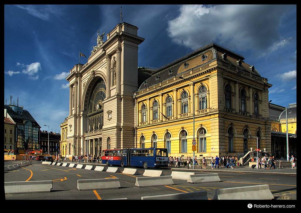 East train station keleti budapest hungary view - Roberto herrero ...