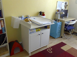 Baby changing table 23-08-2008
