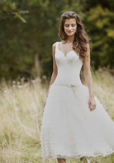 Natural wedding dress simple style fits for the nature for Nature inspired wedding dresses