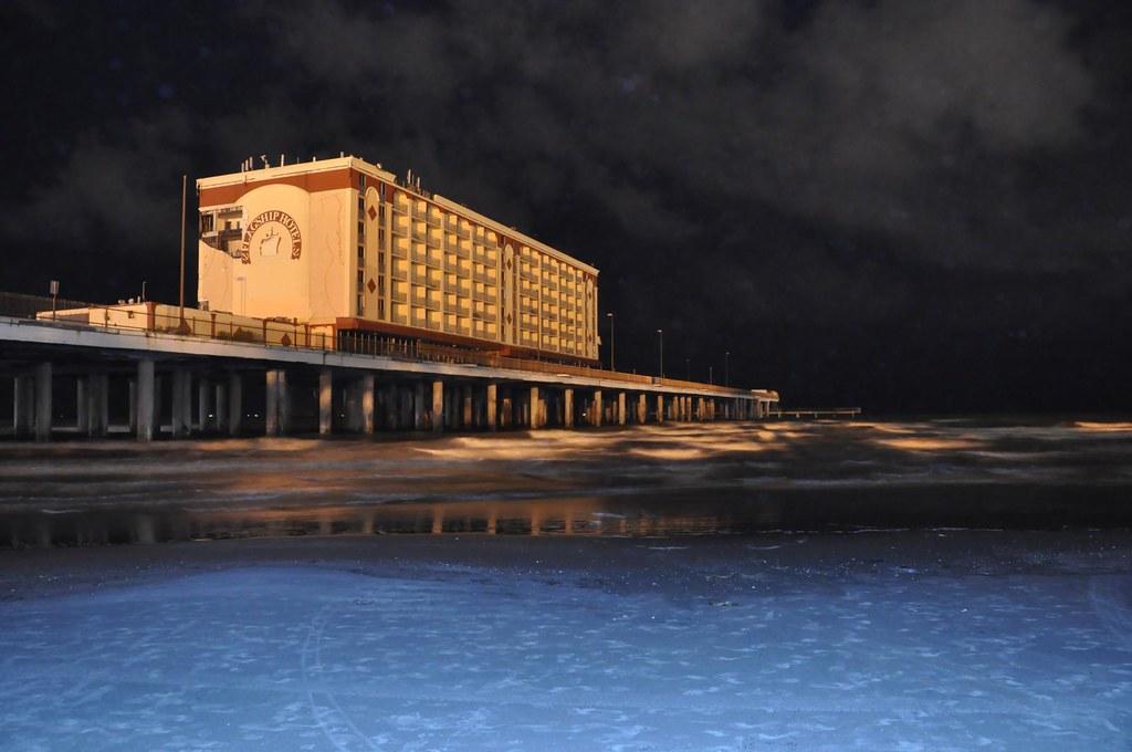 pleasure pier galveston texas flagship hotel future. Black Bedroom Furniture Sets. Home Design Ideas