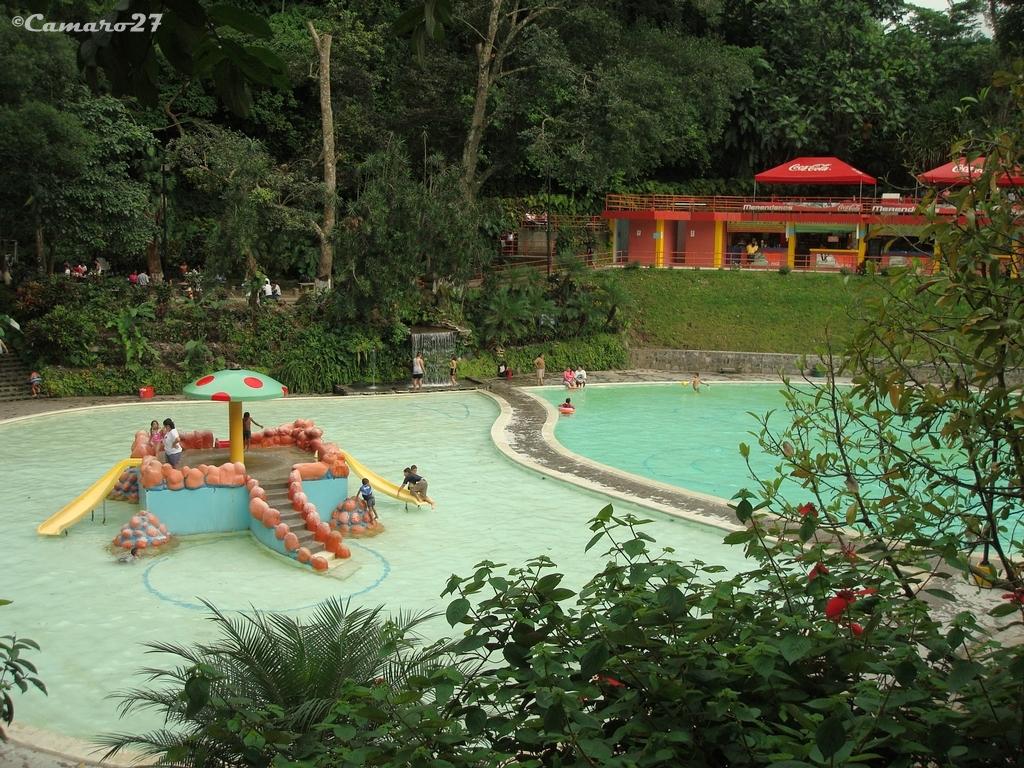 Turicentro los chorros turicentro los chorros carretera for Chorros para piscinas