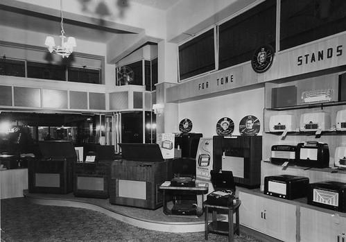 hmv stockists in Australia - Ron Meurer's 'Melody Bar' Bendigo - 1940s
