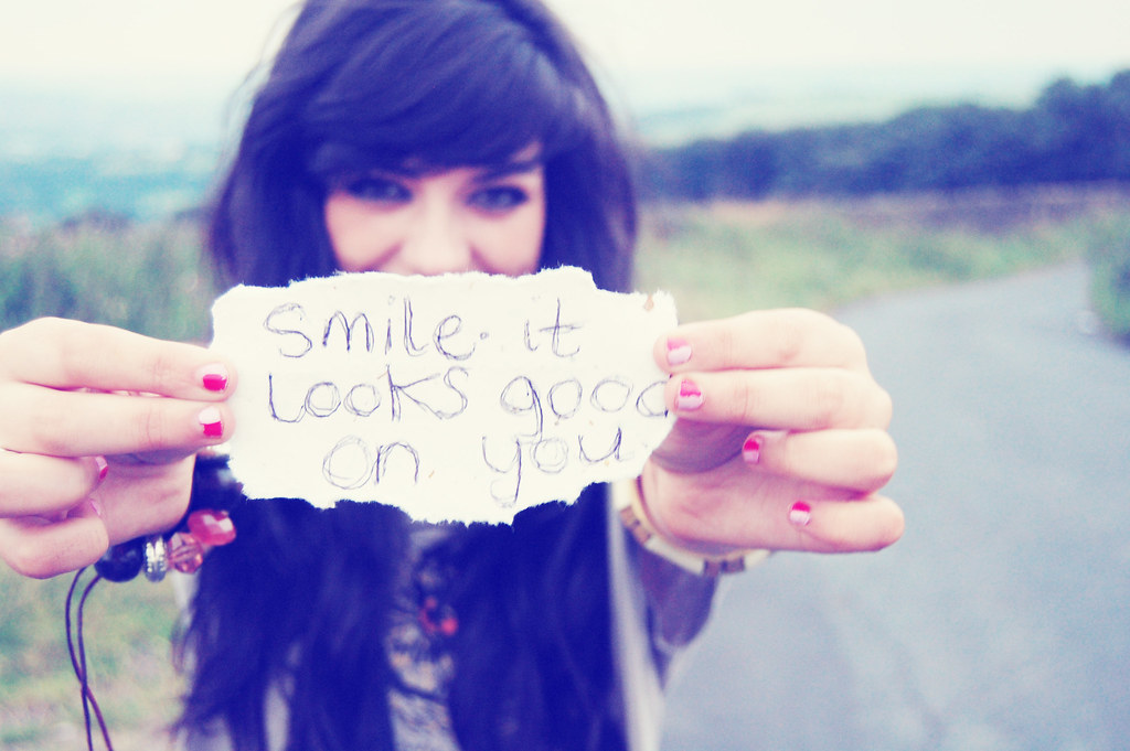 Smile It Looks Good On You Yes Lorens Finger Did Cover U Flickr