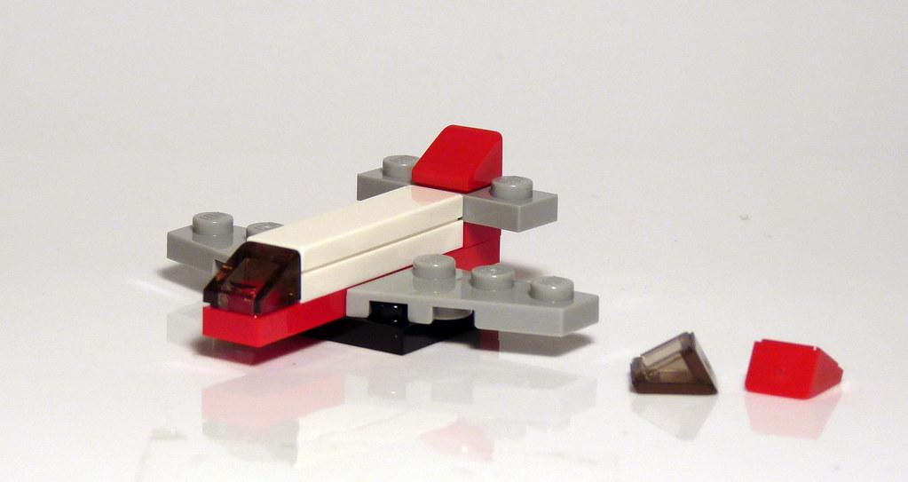 2824 lego 2010 city advent day 9 mini plane set 2824. Black Bedroom Furniture Sets. Home Design Ideas