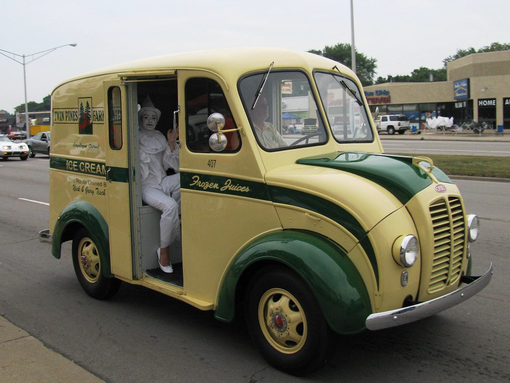 Twin Pines Dairy Divco Milk Truck With Milky The Clown