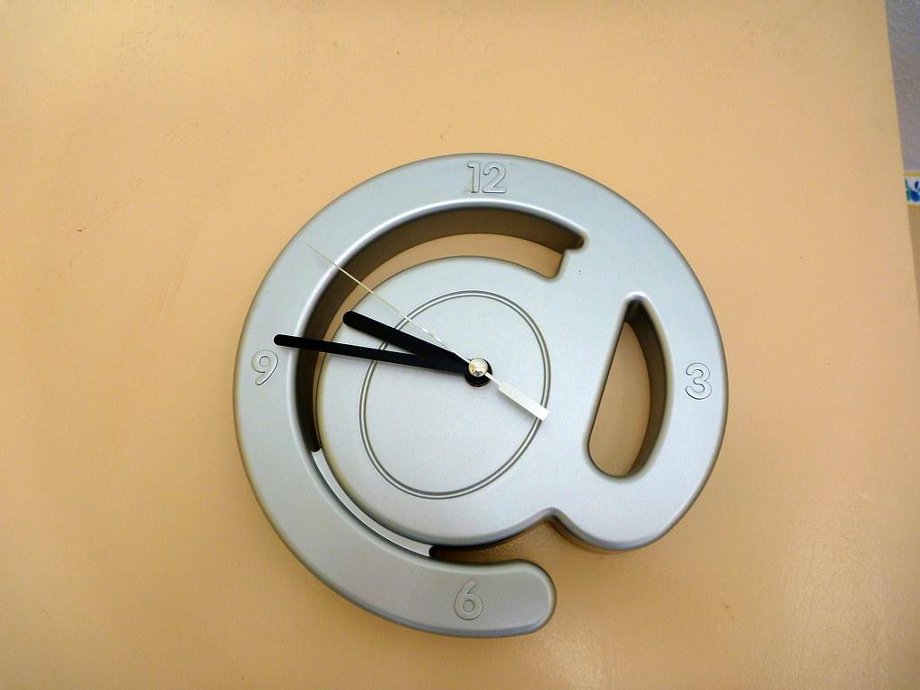 horloge murale de la cuisine flatter cela damien. Black Bedroom Furniture Sets. Home Design Ideas