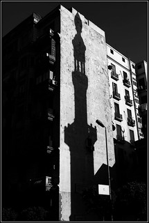 in the shadows _ El Cairo | by www.infografiagijon.es