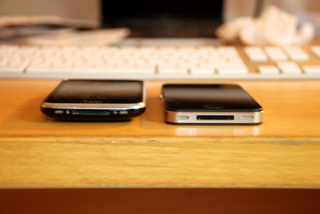 iPhone 3G & iPhone 4 - siblings?   just a random pic on my l…   Flickr
