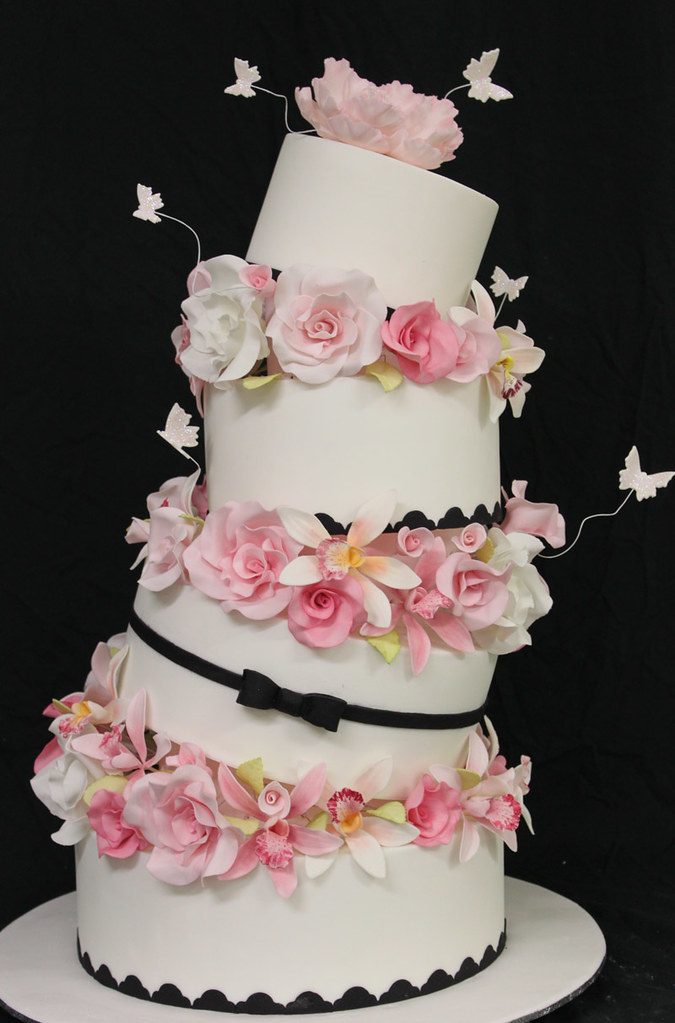Topsy Turvy Wedding Cake | This was done at a 4 day super in… | Flickr