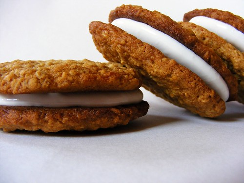 Oatmeal Cream Pies | by howtoeatacupcake.net