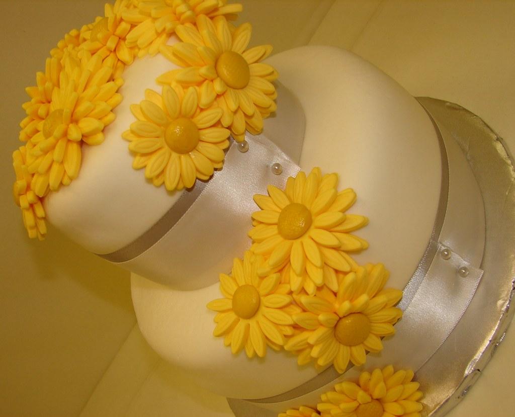 Gerber Daisy Grooms Wedding Cake