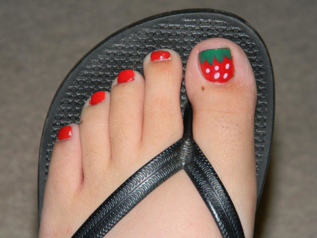 Strawberry Nail Art On Toes Tutorial Nailcrazybeautyblo Flickr
