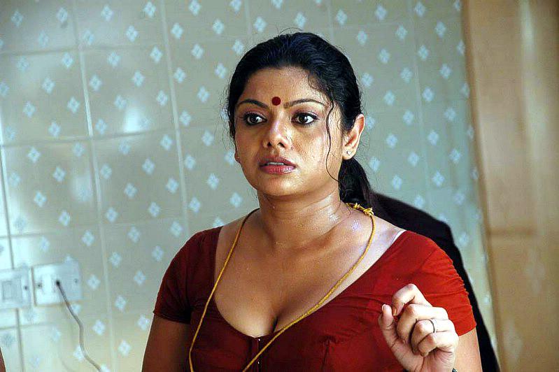 Mallu Aunty  Tamil-Movie-Actress-Picsblogspotcom -8239