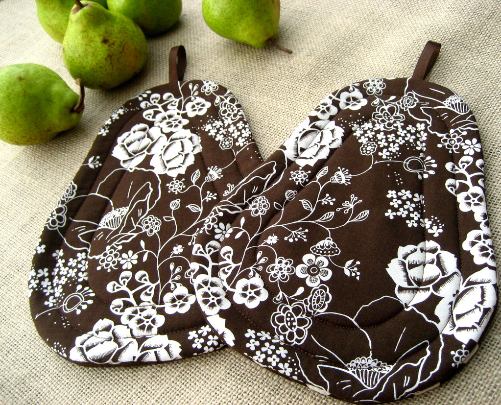 Brown And White Japanese Garden Flowers Quilted Pears Pot Flickr
