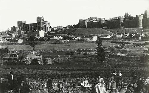 vila san vicente y la muralla desde prado sancho flickr