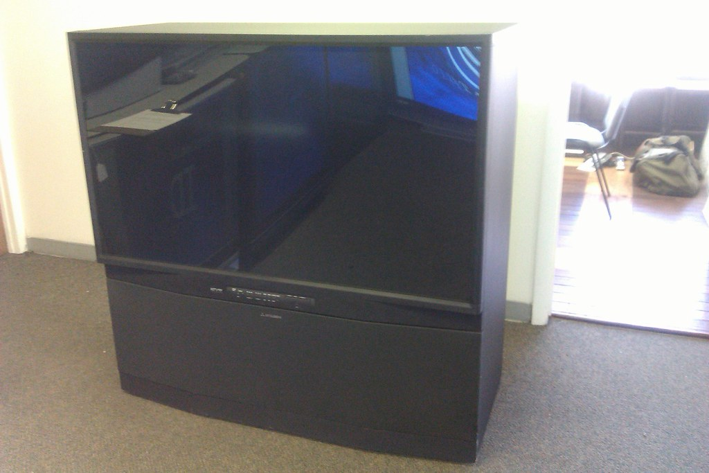 Mitsubishi hdila rear projection tv 1080p 21 350 flickr for Miroir 50in projector specs