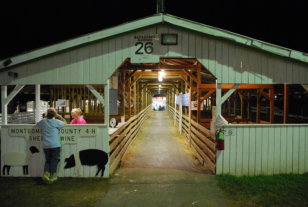 4h sheep and swine barn 26 montgomery county