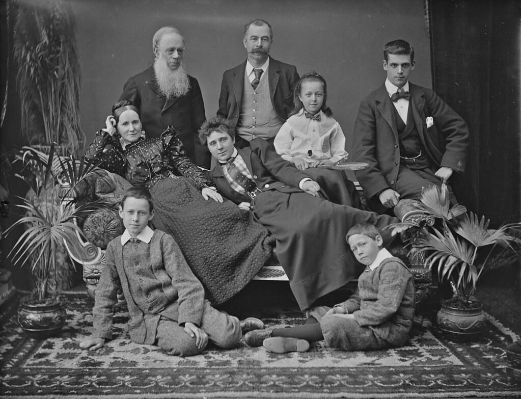 englands oldest fam - 736×562
