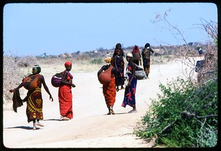 somalia455-refugee-women-getting-water | by frankkeillor