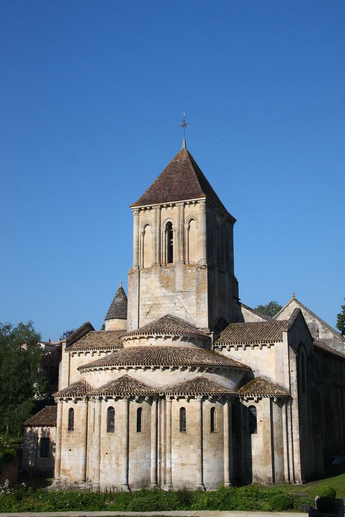 Eglise saint hilaire de melle eglise romane saint for Eglise romane exterieur