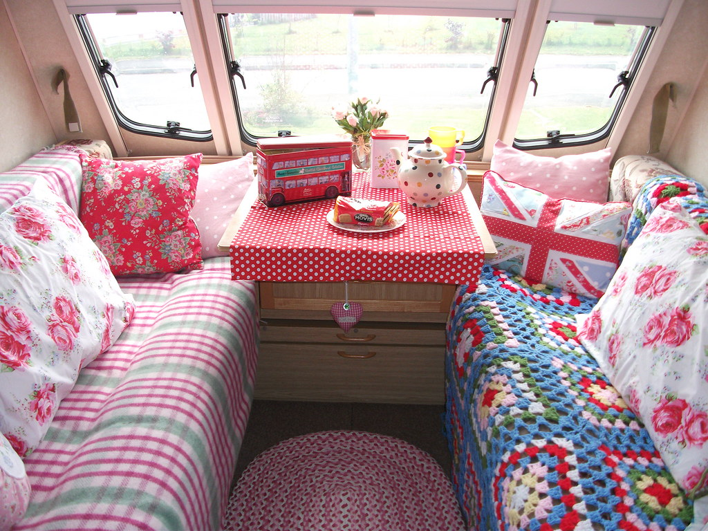 Cath kidston style caravan shabby chic blog on http for Lampe style shabby chic