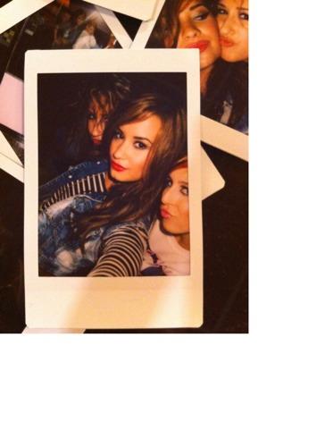 Demi Lovato Devonne >> dani vitale + demi lovato + shorty | polaroids girrrrrl ;) | Flickr