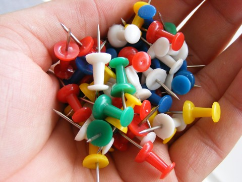 push-pin-tack_colored_29973-480x360 | by Public Domain Photos