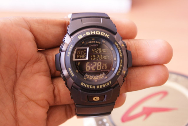 В часах есть будильник, его можно установить на время, чтобы не проспать работу, если она у вас есть.