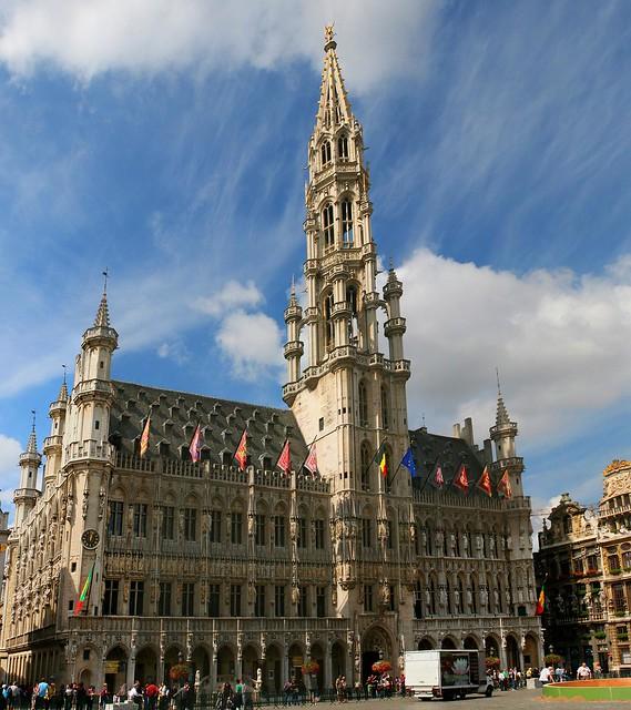 Bruxelles l 39 hotel de ville la grand place in olandese for Bruxelles piscine