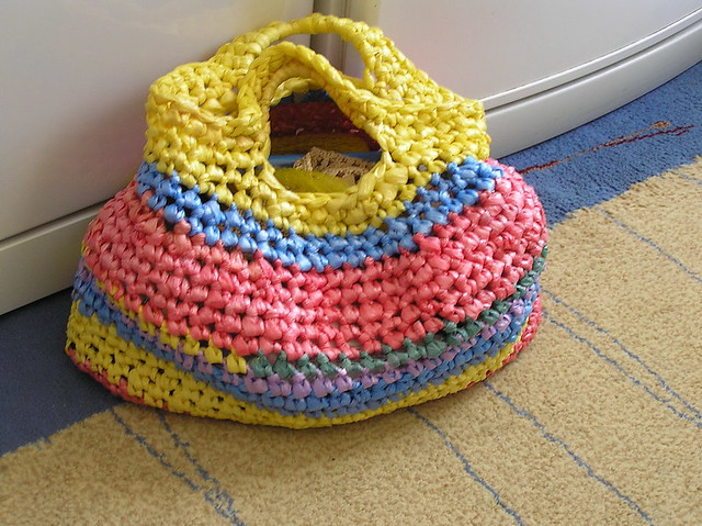 Crochet Plarn Tote Bag Pattern : plarn market bag Flickr - Photo Sharing!