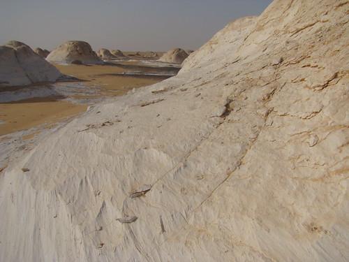 Acanaladuras y surcos eólicos - White Desert (Egipto) - 02