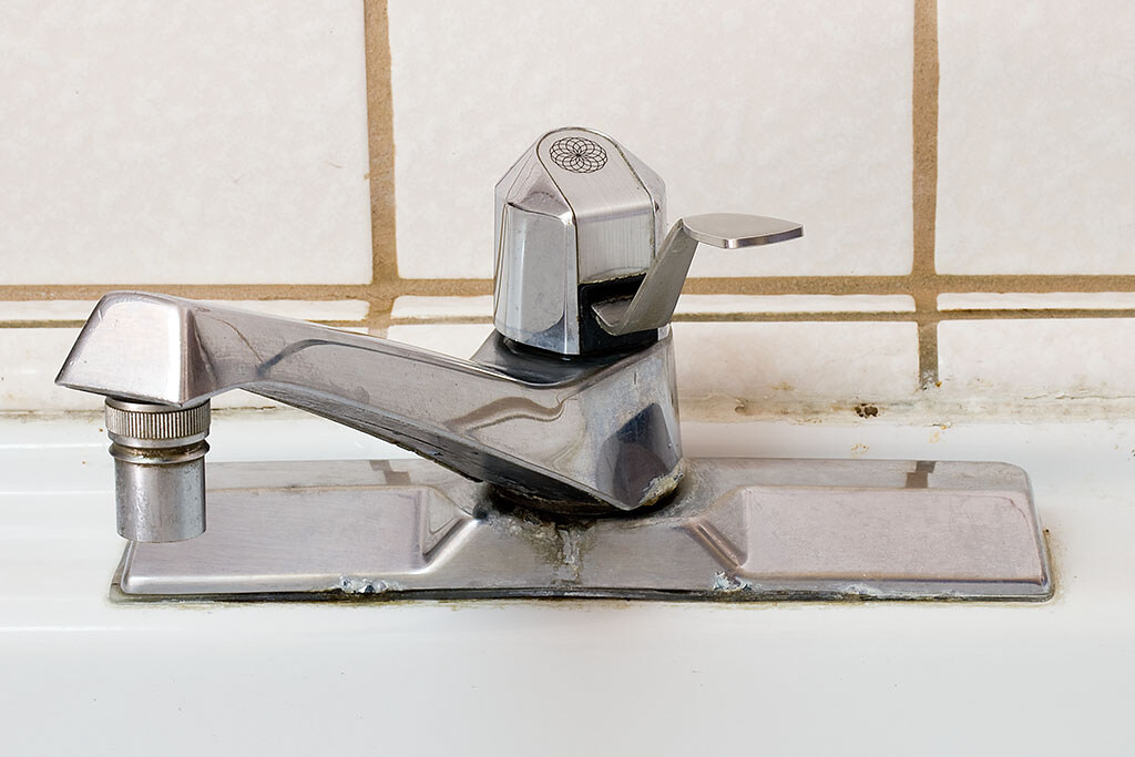 My old kitchen faucet | An old Moen 7650 | pointnshoot | Flickr