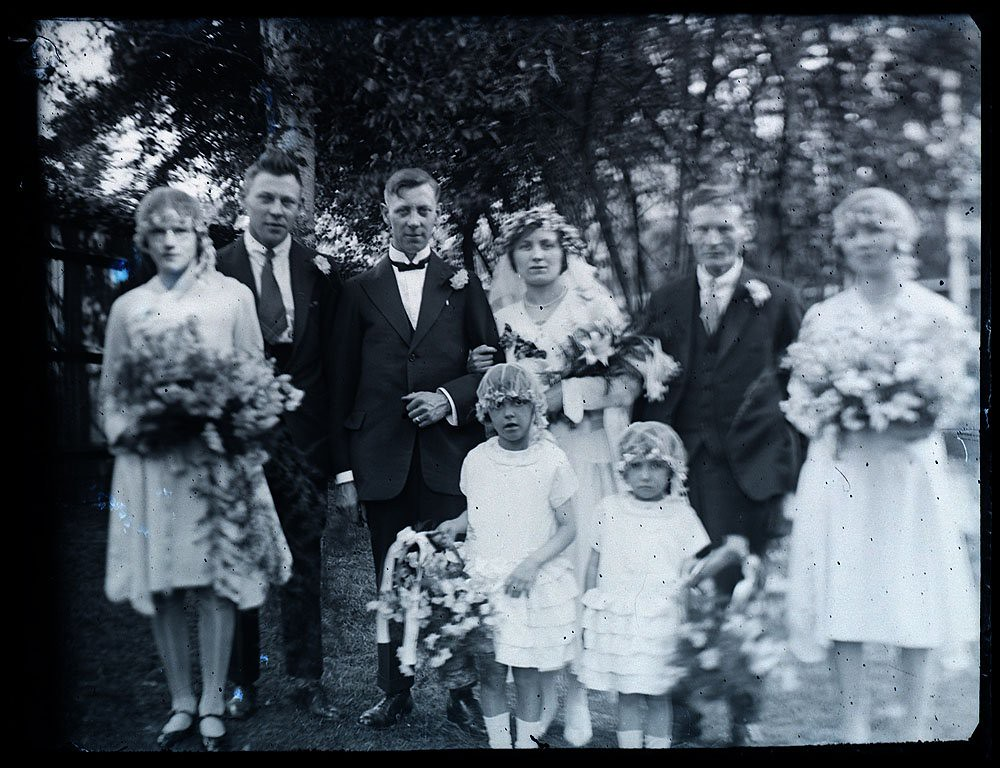 Unknown 1920s wedding photograph family group one of thr flickr whatsthatpicture unknown 1920s wedding photograph family group by whatsthatpicture junglespirit Gallery