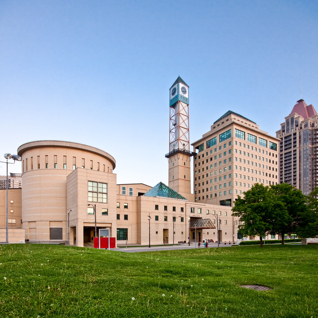 Mississauga City Hall The Centre Was Finished In 1987 By J Flickr