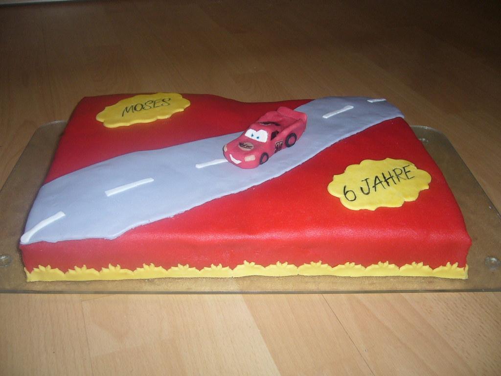 Cars Torte Cake Biskuit Mit Schokosahne Uberzug Ist Fon
