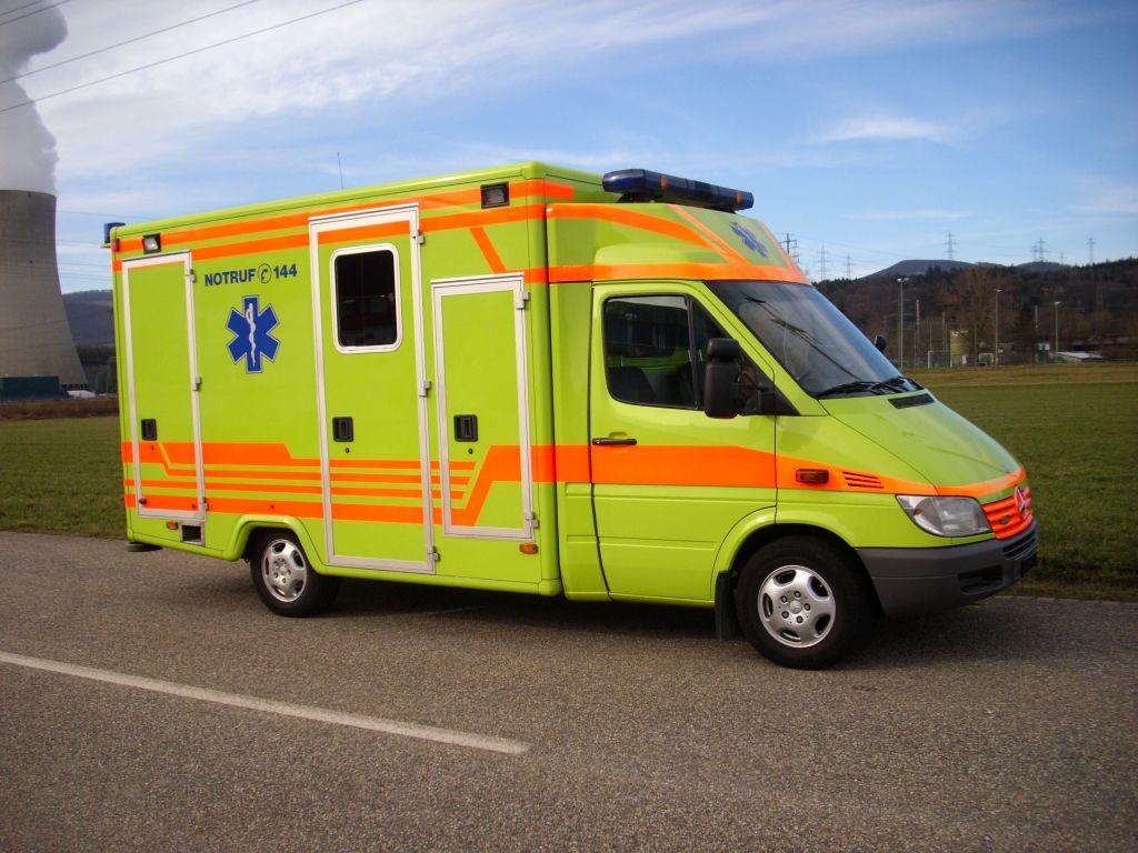 mercedes sprinter 518 cdi mit was koffer ambulance krank. Black Bedroom Furniture Sets. Home Design Ideas