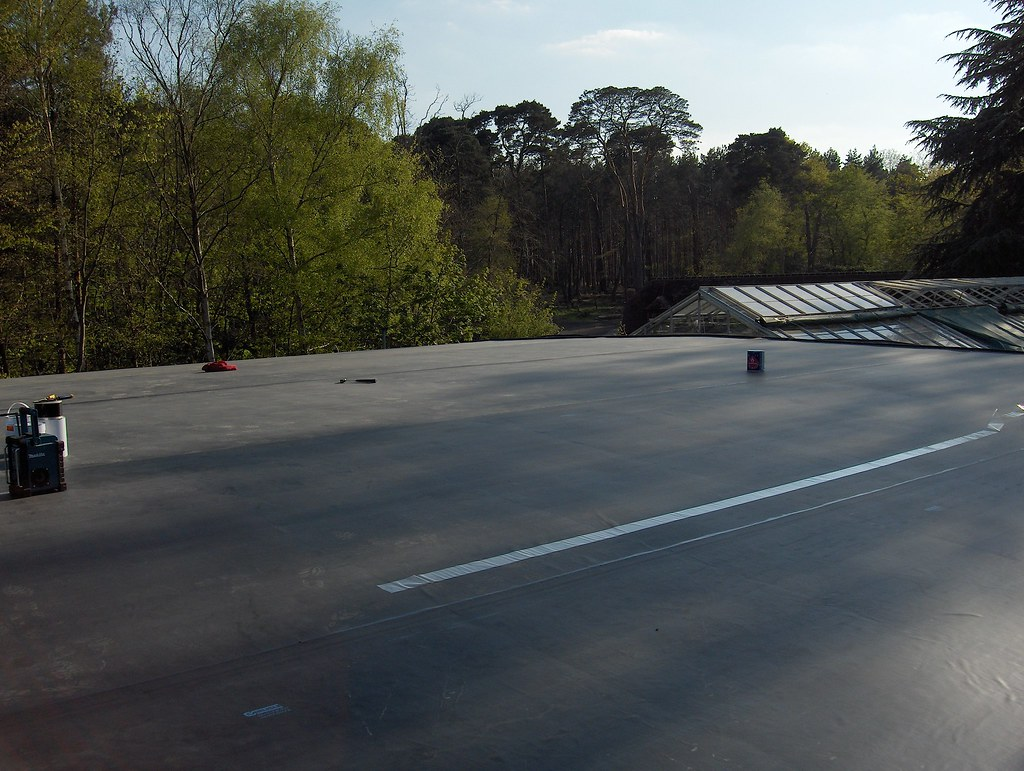 Summer Evening Flat Roof Curved Single Ply Epdm Roof