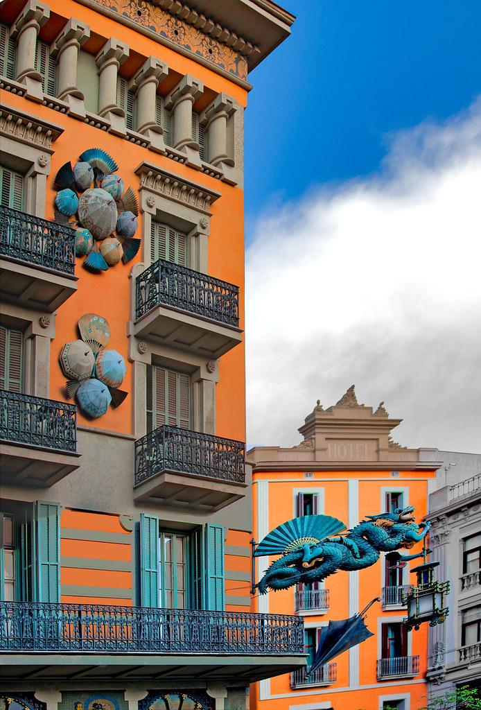 Las ramblas 2 former art deco 39 s umbrella shop - Art deco barcelona ...