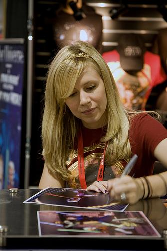Ashley Eckstein Signs an Autograph at San Diego Comic-Con   Flickr Sandiego
