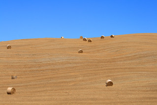 Straw bales on the horizon line | by gaina