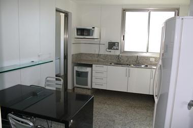 Cozinha com piso de granito branco viena piso de granito for Modelos de granitos para pisos