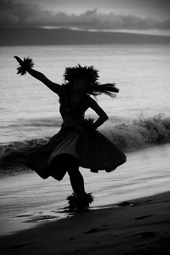 Black and White Hula on the Beach | by Jessica Veltri Photography