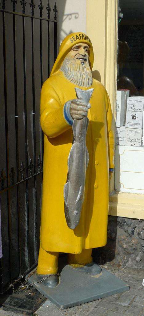 YELLOW FISHERMAN TRAWLERMAN STATUE SEAFARER FISH & CHIPS S… | Flickr