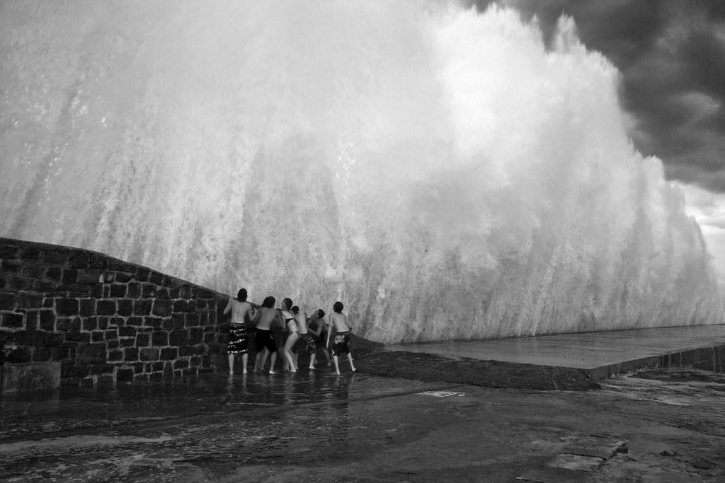 Tsunami! 1/2 | Hego haizeak tenperatura epeldu du eta ...