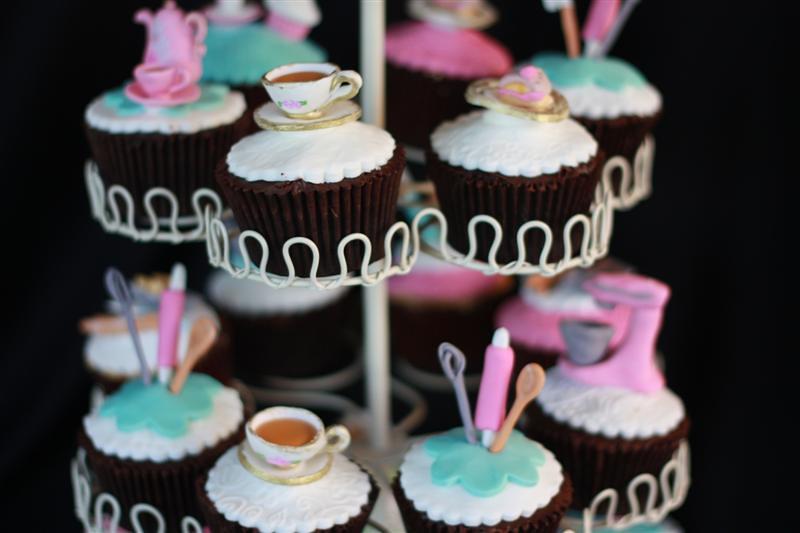 Kitchen Tea cupcakes Chocolate mud + ganache + fondant ...